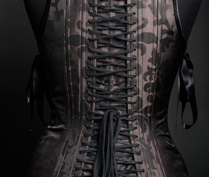 FOCUS – COLLECTION PRIVÉE – Serre-taille baroque avec dos intégral