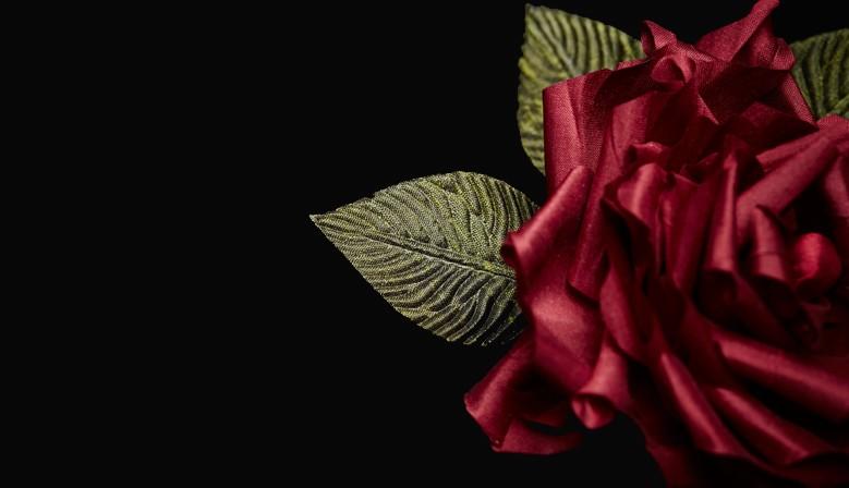 Serre-têtes ornés de roses en soie artisanales faites main par Manuela Biocca
