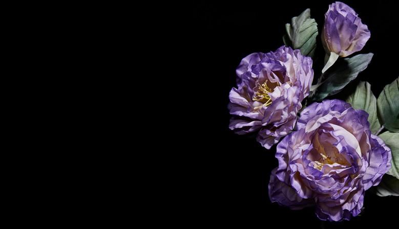 Créations ornées de roses en soie artisanales