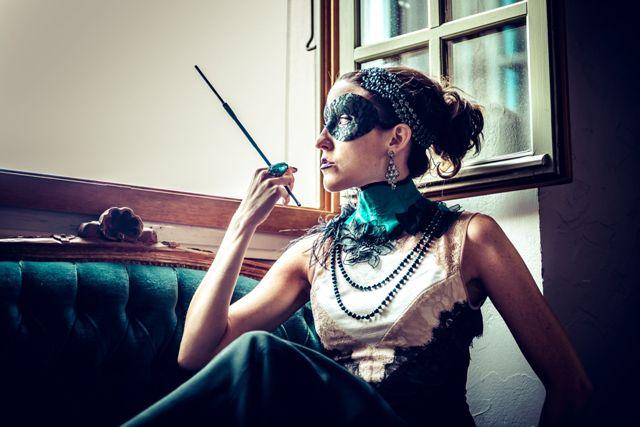 Caitlin Brown majestueuse en dentelle et soie turquoise