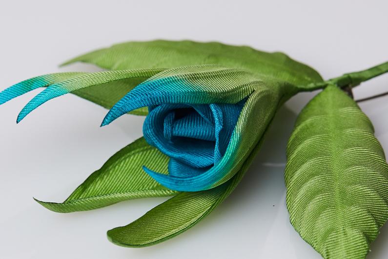 brooch rosebud