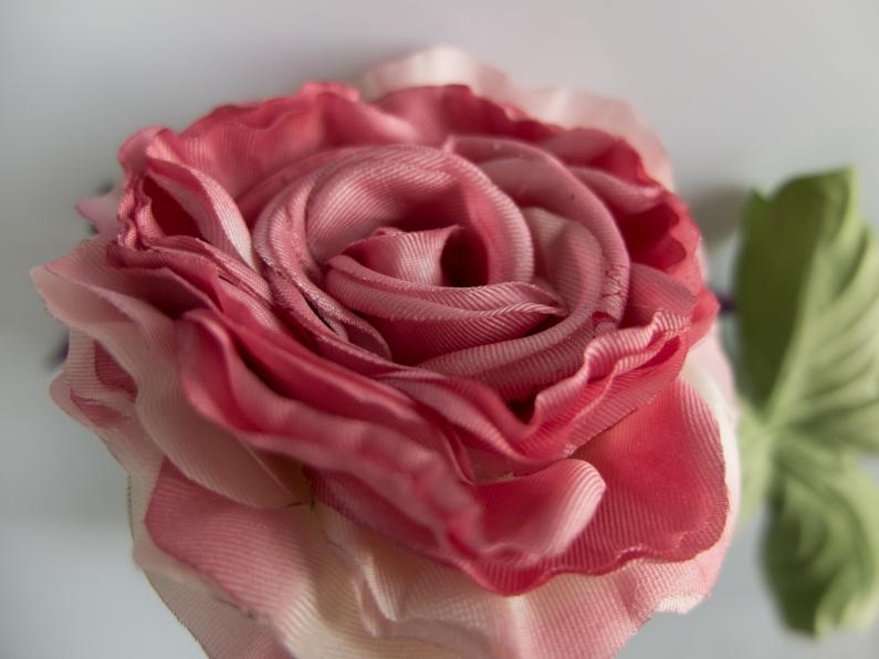 Rose rose en soie