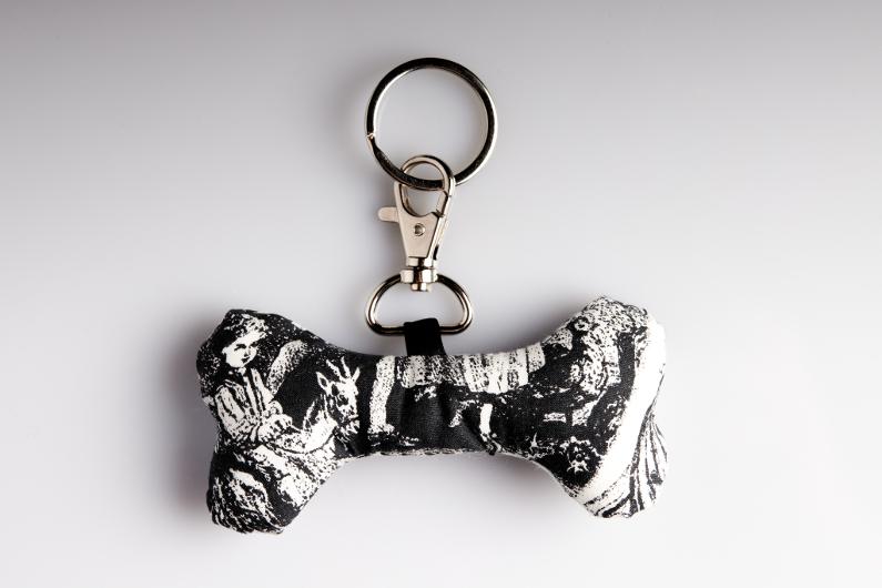 porte clé gothique en forme d'os
